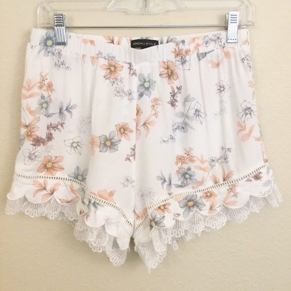 Kendall & Kylie Pants - Kendall & Kylie Floral Pull On Shorts Lace Sz M